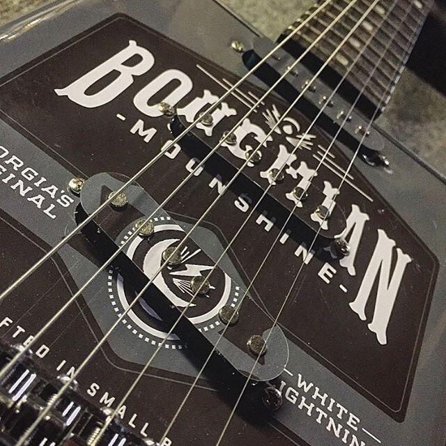 Bohemian guitars - Moonshine zoom
