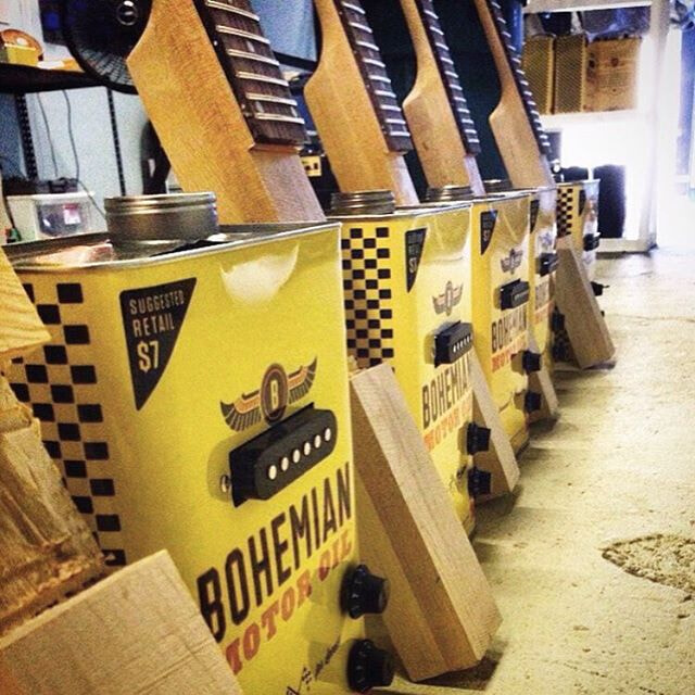 Bohemian guitars - Surf wax production