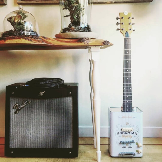 Bohemian guitars - Honey et ampli Fender