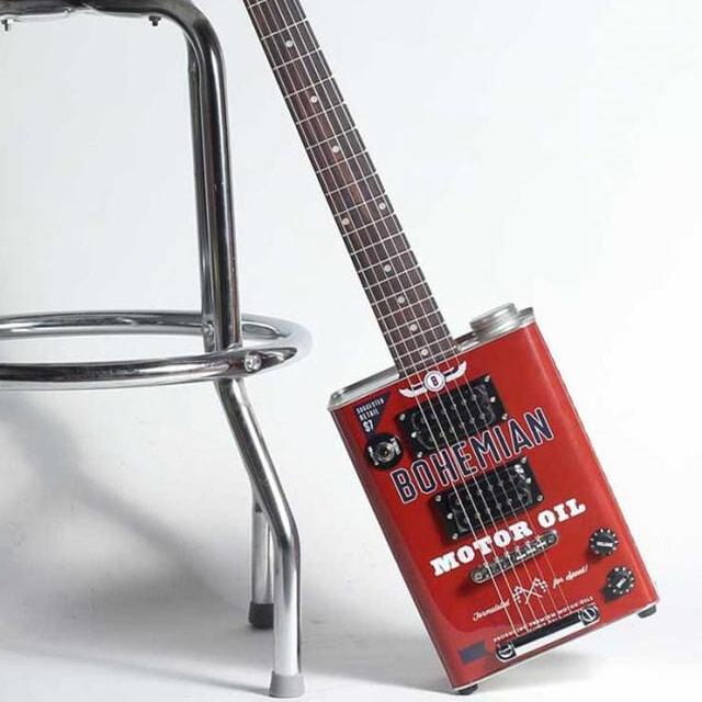 Bohemian guitars - Motor oil chaise